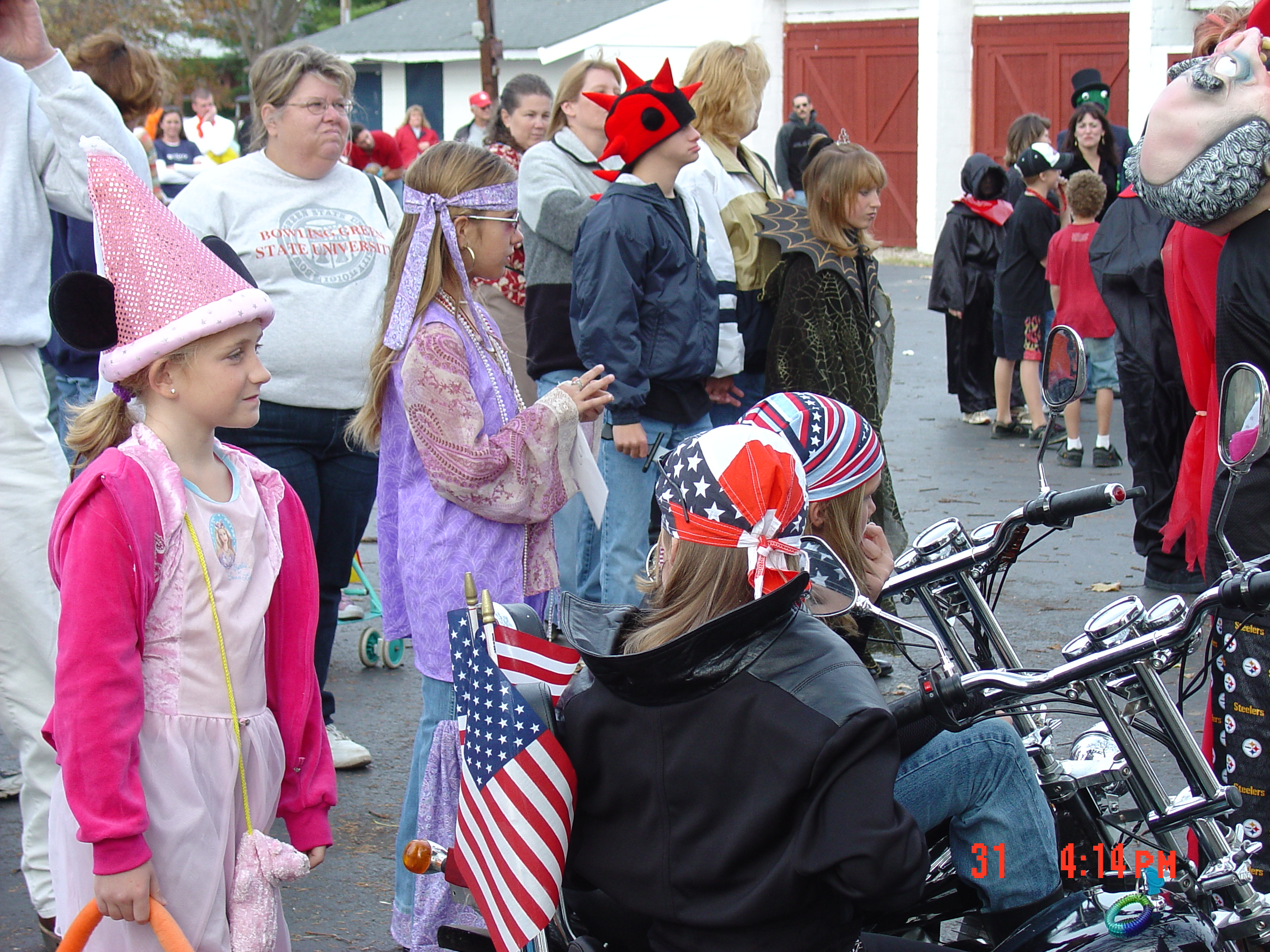 trick or treat parade from 2004 09